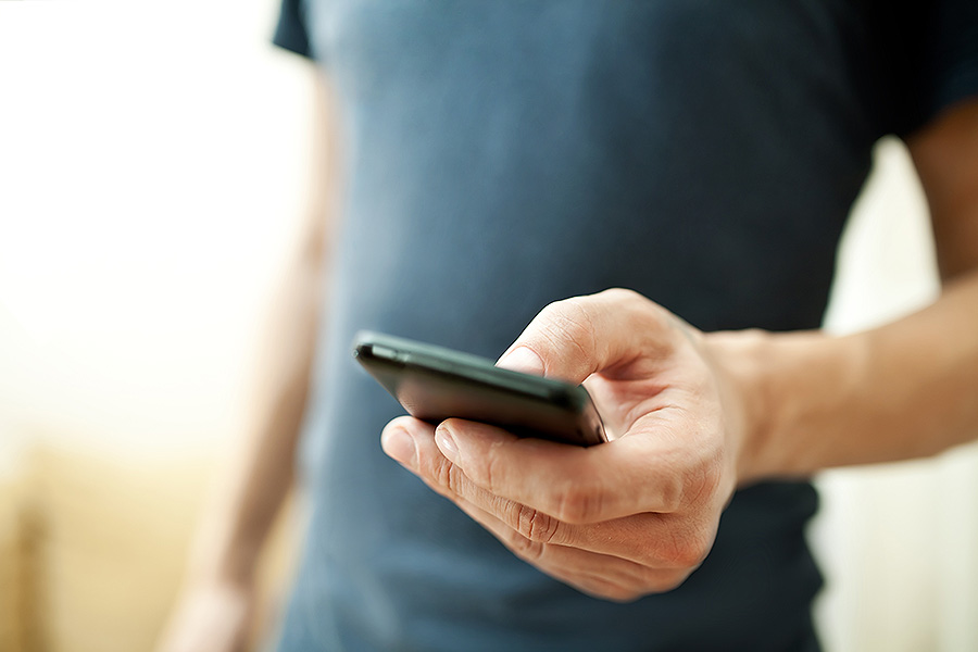 Dolphin Loves: Top 6 Mobile Messaging Apps To Keep In Touch